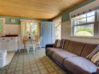 Adorable, airy, dog-friendly cottage close to beach & downtown! - Cannon Beach vacation rentals