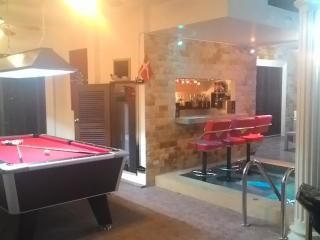 3½ bedroom house with private pool and bar. - Pattaya vacation rentals