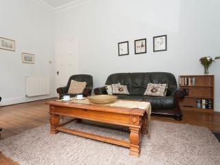 Bright 2 bedroom Condo in Edinburgh - Edinburgh vacation rentals
