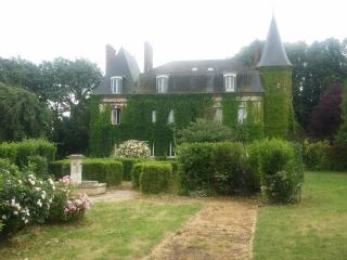Nice Castle with Internet Access and Dishwasher - Saint-Christophe-sur-Conde vacation rentals
