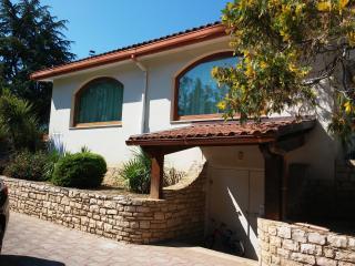 Nice Villa with Deck and Outdoor Dining Area - Castel del Monte vacation rentals
