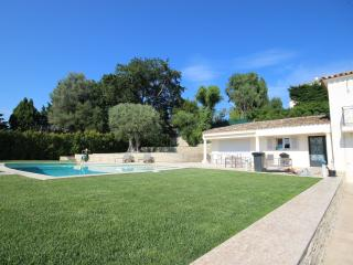 Modern villa with 3 bedroom and pool, 300 m beach - Antibes vacation rentals