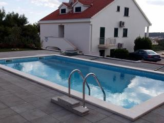 Gorgeous apartment for rent in Milna, Brac, apt. 3 - Cove Makarac (Milna) vacation rentals