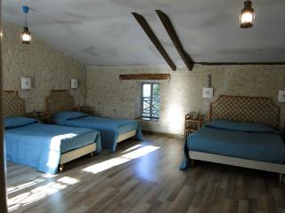 Romantic 1 bedroom Guest house in Andilly - Andilly vacation rentals