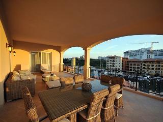 Aqua Vue - Luxurious 4 bedroom condo at Porto Cupecoy | Island Properties - Cupecoy vacation rentals
