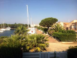 appartement climat.s/ île des marinas,parking gratuit,plage privée,wifi,vue port - Cap-d'Agde vacation rentals