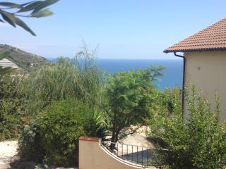 Appartamento Gemello 2 vista mare - San Lorenzo al Mare vacation rentals