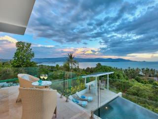 Turquoise Cove Villa beautiful home - Choeng Mon vacation rentals