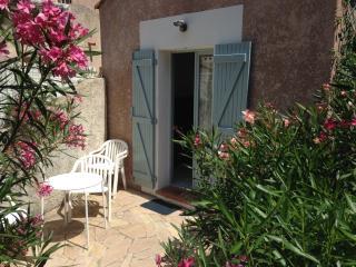 appartement vacances confortable à 2 pas de la mer - La Garde (Var) vacation rentals