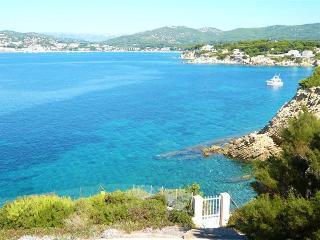AUDAZUR  VILLA DE PRESTIGE PIEDS DANS L'EAU CRIQUE - Sanary-sur-Mer vacation rentals
