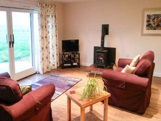THE LAVENDER HOUSE, detached, woodburning stove, WiFi, patio with furniture, near Yaxall, Ref 19094 - Yoxall vacation rentals