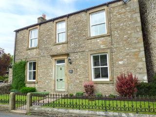 FERN HOUSE, detached, seven bedrooms, woodburners, WiFi, enclosed garden, in - Kettlewell vacation rentals