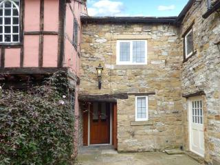 KINGS COURTYARD COTTAGE en-suite, WiFi, cafe next door in Bakewell Ref 925831 - Bakewell vacation rentals