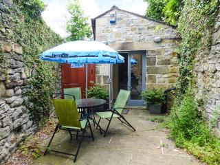 THE STUDIO cosy accommodtion, front courtyard, town centre in Bakewell Ref 926988 - Bakewell vacation rentals