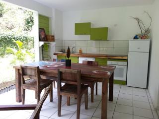 "Habitation CALISSA gîte ""PAPAYE VERTE"" - Bouillante vacation rentals"