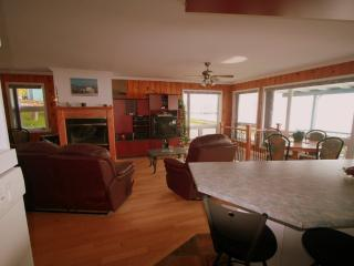 Cozy Condo in Saint-Irenee with Internet Access, sleeps 6 - Saint-Irenee vacation rentals