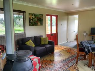 Comfortable Cottage with Short Breaks Allowed and Mountain Views in Malanda - Malanda vacation rentals