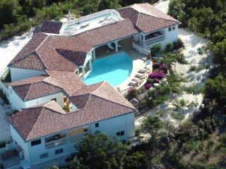 JASMIN... short walk to Plum Baie beach... roof top hottub and a gym! - Marigot vacation rentals