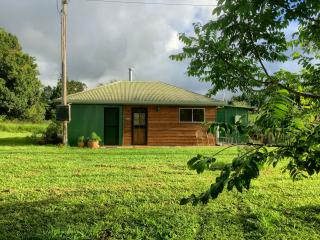 Comfortable Cottage with Microwave and Patio - Malanda vacation rentals