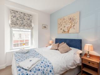 Blair St Burns, just off Royal Mile - Edinburgh vacation rentals