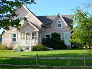 Charming Coastal Cottage in Prospect Harbor - Prospect Harbor vacation rentals