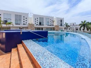 BEAUTIFUL PENTHOUSE WITH JACUZZI CLOSE TO THE BEACH - Playa del Carmen vacation rentals