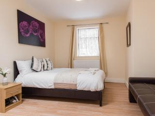 *SUMMER DISCOUNT* Zone 6 London Studio 2 - Orpington vacation rentals