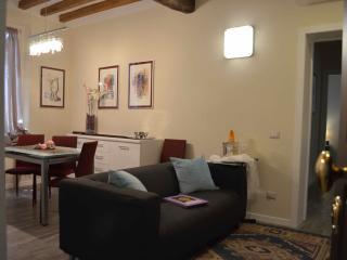 Cozy 2 bedroom Apartment in Parma - Parma vacation rentals