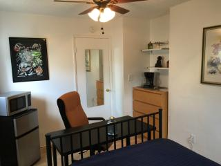 Nice B&B with Internet Access and Dishwasher - Los Angeles vacation rentals