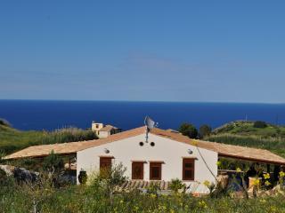 Villa Elena a 2 km dalla Riserva dello Zingaro - Scopello vacation rentals