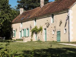 Comfortable 4 bedroom Clamecy Manor house with Internet Access - Clamecy vacation rentals