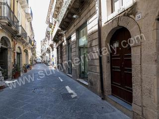 Comfortable Siracusa vacation House with Internet Access - Siracusa vacation rentals