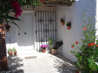 Bright 2 bedroom Los Canos de Meca Bungalow with Deck - Los Canos de Meca vacation rentals