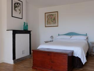 Historic centre-beautifully restored apartment - Vannes vacation rentals