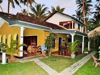 PLANTATION SURF INN / Restaurant - Midigama east - Mirissa vacation rentals