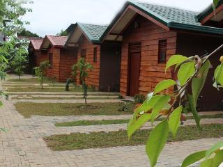 5 bedroom Cottage with Short Breaks Allowed in Kaduwela - Kaduwela vacation rentals
