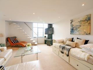 2 bedroom Penthouse with Internet Access in Newcastle upon Tyne - Newcastle upon Tyne vacation rentals