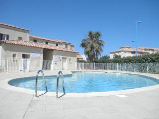 Superbe logement avec piscine , Superb accommodation with swimming pool - Narbonne-Plage vacation rentals