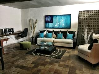 Nice Condo with Internet Access and Satellite Or Cable TV - Cali vacation rentals