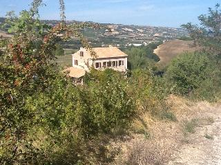 Apartment Adriatico, Villa Rosa Bianca - Montefiore dell'Aso vacation rentals
