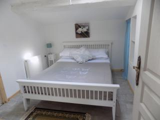 Nice Gite with Deck and Satellite Or Cable TV - Rouille vacation rentals
