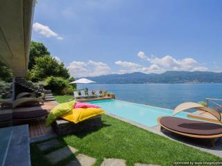 Villa Beatrice holiday vacation large villa rental italy, italian lakes district, lake maggiore, lakeside, pool, walk to town, air cond - Ispra vacation rentals