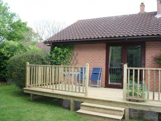Comfortable 2 bedroom Bury Saint Edmunds Bungalow with Internet Access - Bury Saint Edmunds vacation rentals
