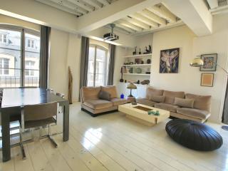 Design-Forward 1 Bedroom Apartment in Louvre - Paris vacation rentals