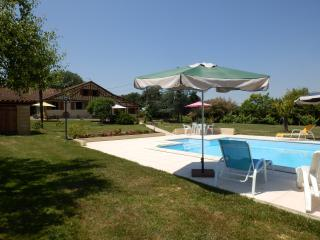 Lovely 2 bedroom Lupiac Gite with Internet Access - Lupiac vacation rentals