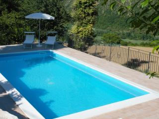 casa vacanze con piscina ad acqualagna - Cagli vacation rentals