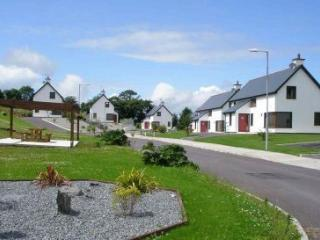 Lovely 3 bedroom Dunmanway Cottage with Swing Set - Dunmanway vacation rentals