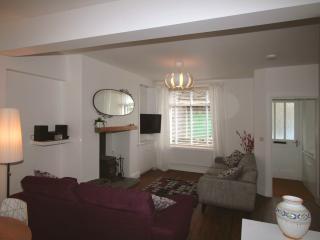 Bright 3 bedroom Cottage in Ambleside with Internet Access - Ambleside vacation rentals