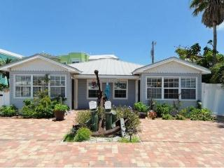 AMICoastal Rentals Cracker Cottages - Fish Tales - Bradenton Beach vacation rentals