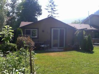 Cozy 1 bedroom Cottage in Sicamous - Sicamous vacation rentals